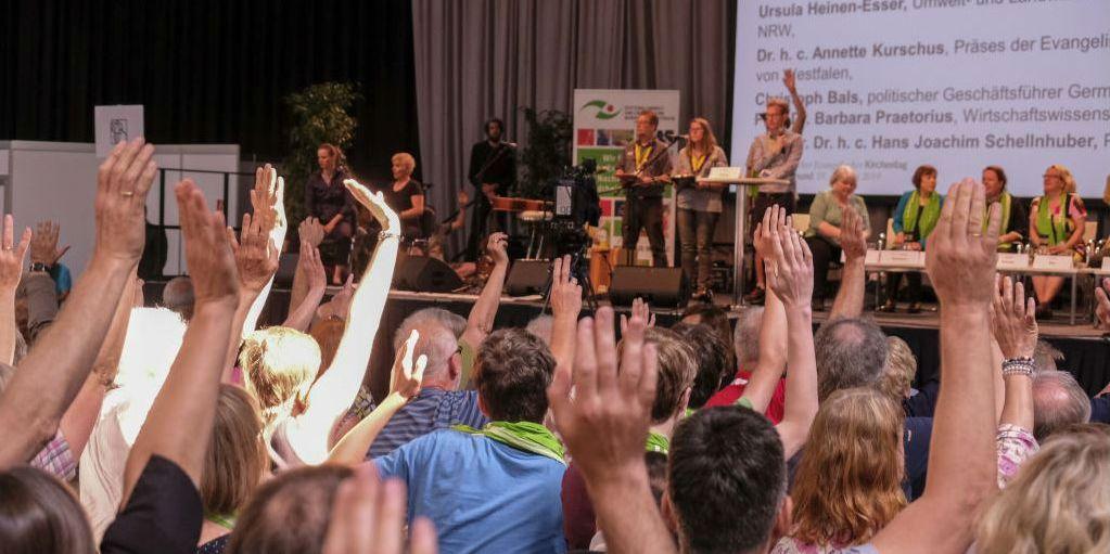 Kirchentagsbesucher stimmen über Resolution ab Constanze Latussek