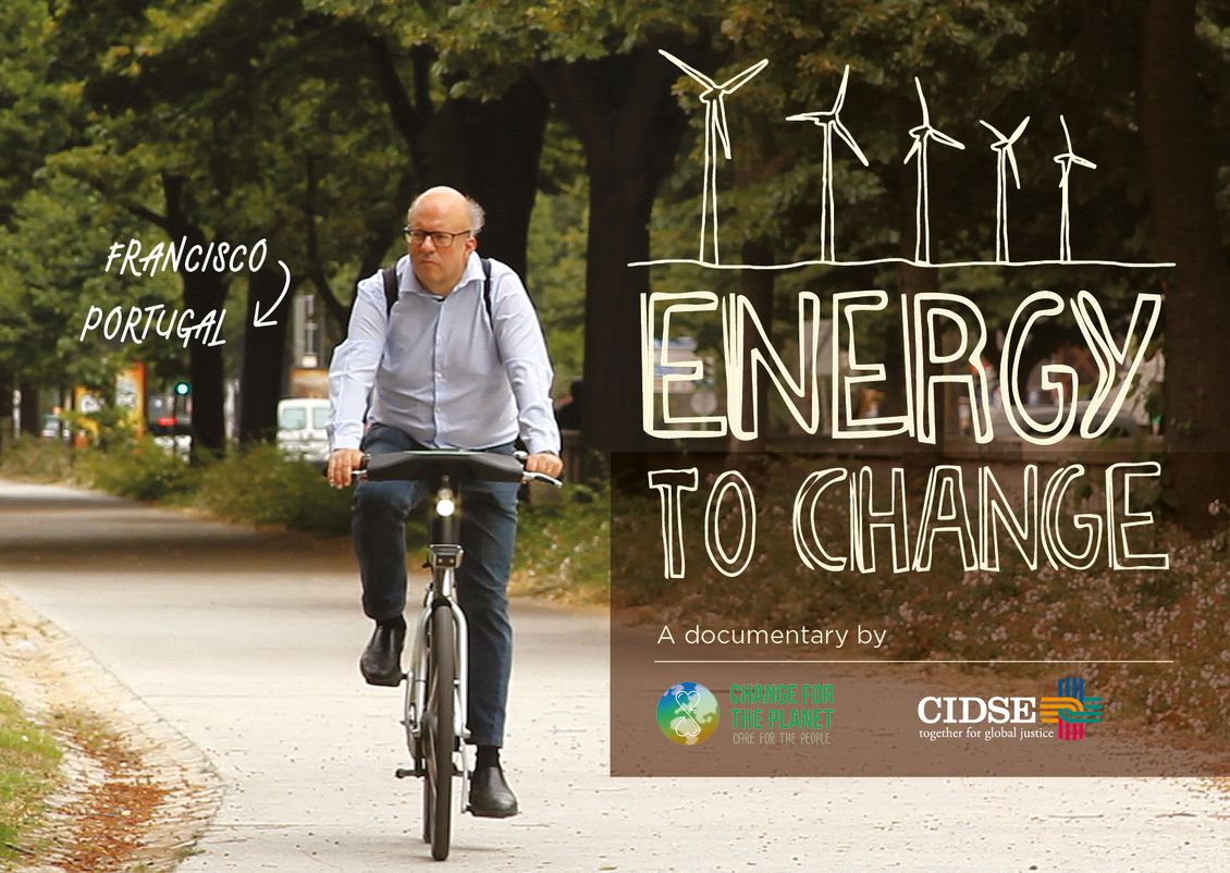 "Mann auf E-Bike, Filmhinweis ""Energy to change"""